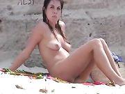 Nudist Frau am Strand ist gefilmt Voyeur